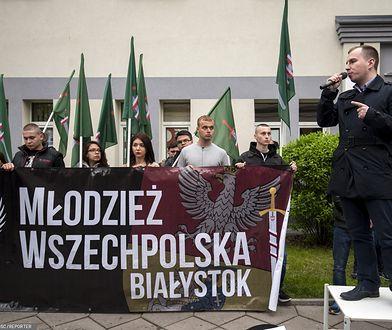 Adam Andruszkiewicz na manifestacji Młodzieży Wszechpolskiej w 2015 roku
