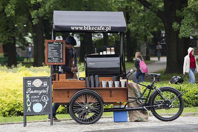 Kawiarnia na kółkach podbija Warszawę - zdjęcia