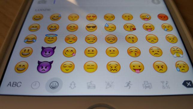 Sztuczna inteligencja przemieniła emoji w potwory.