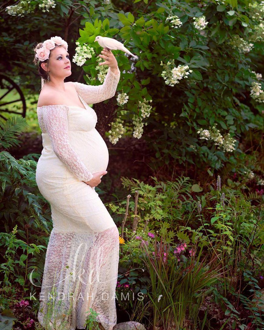 Emily oczekuje czwartego dziecka [facebook.com/ Kendrah Damis Photography]