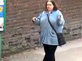 Królowa tańca na przystanku autobusowym