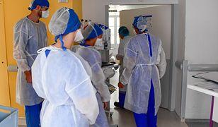 Koronawirus. Niepokojące doniesienia z Francji ws. ofiar COVID-19