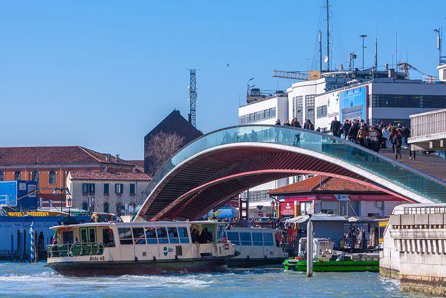 Most nad Canal Grande nie przypadł mieszkańcom do gustu. Zdaniem wielu jego szklana konstrukcja szpeci lokalny krajobraz