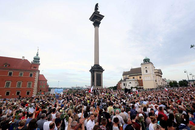 Policja chce karać demonstrujących w miesięcznicę smoleńską. Popłynęła fala wniosków