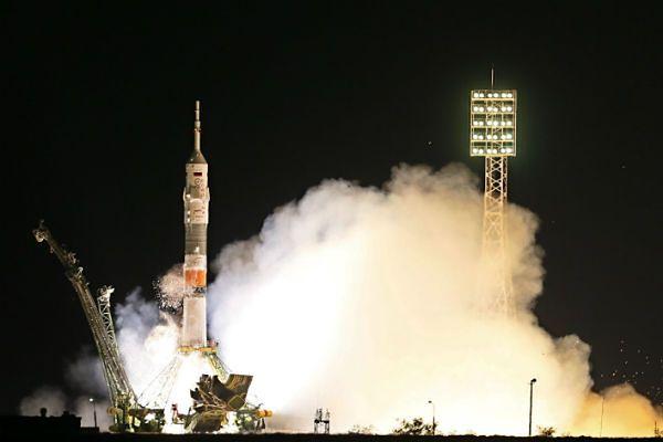 Sojuz z trzema astronautami przycumowała do ISS