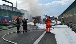 Warszawa. Usuwanie skutków wypadku na trasie S8, 20.04.2021 r.