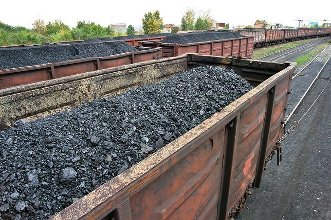 Bytom. Złodzieje zatrzymali pociąg, aby ukraść węgiel. Zablokowali tory na wiele godzin
