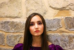 Fioletowy makijaż dla niebieskich, zielonych i brązowych oczu - krok po kroku