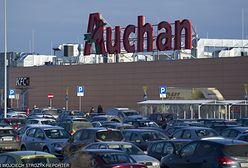 Ochroniarz szarpał i wyzywał dzieci w Auchan. Potem zamknął się z nimi w pomieszczeniu zatrzymań