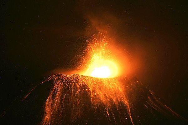 Żywy ogień buchnął w pobliżu miasta - zdjęcia