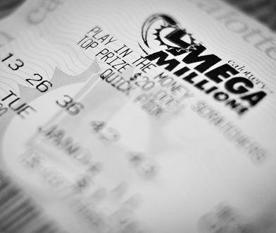 """Jeśli zwycięzca zdecyduje się na jednorazową wypłatę, dostanie """"tylko"""" 913,7 mln dol."""