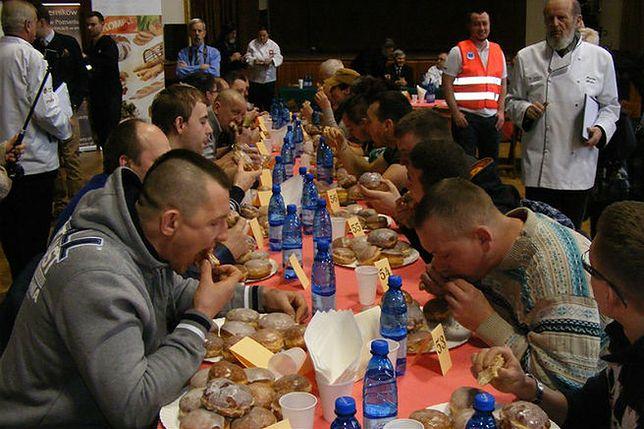 W Poznaniu ścigali się w jedzeniu pączków