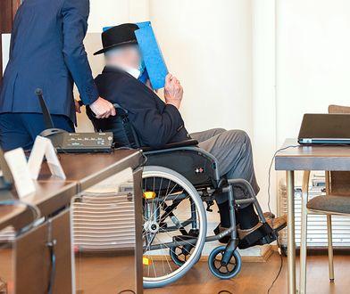 Były esesman ze Stutthofu skazany. 93-latek w hamburskim sądzie zasłaniał twarz także podczas rozprawy