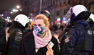 Strajk Kobiet. Barbara Nowacka została popsikana przez policję gazem łzawiącym, mimo tego, że pokazywała legitymację poselską