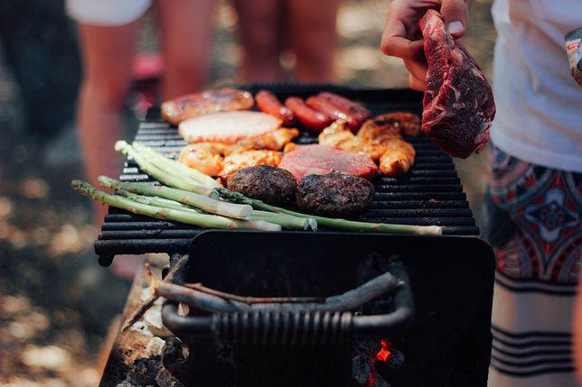 Z badań przeprowadzonych przez Millward Brown wynika, że 66 proc. Polaków w każdy ciepły weekend grilluje