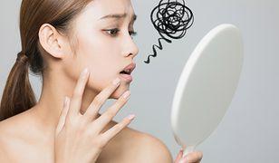 Bibułki matujące eliminują sebum, które odpowiada za błyszczenie się skóry