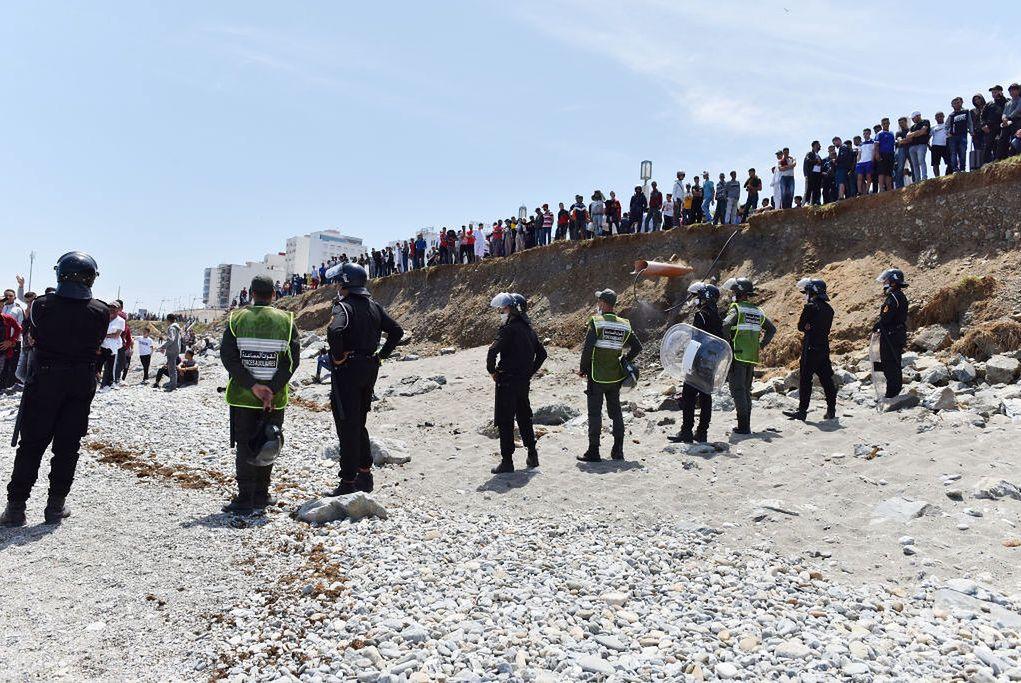 Od poniedziałku fala emigrantów przybywa do Ceuty