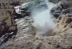 """Wodospad, """"żółta rzeka"""" i zjawiskowa tęcza. Tych turystów trzeba uznać za prawdziwych szczęściarzy"""