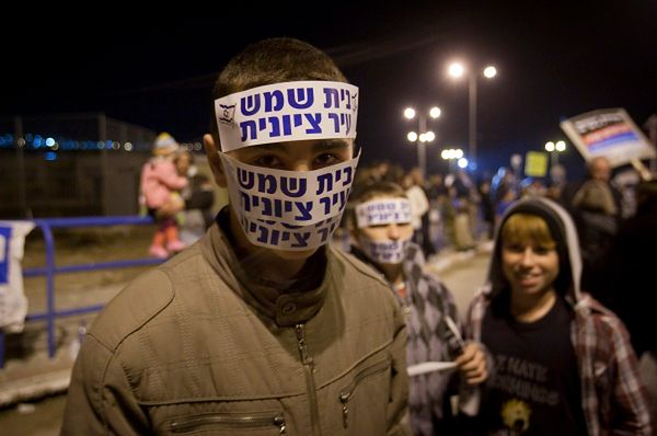 Wielka manifestacja przeciw ortodoksyjnym Żydom