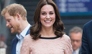 Księżna Kate na forum charytatywnym w Londynie. Wygląda na 5. miesiąc ciąży?