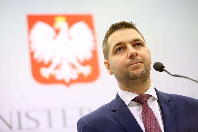 """Wiceminiester Patryk Jaki złożył do prokuratury wniosek o delegalizacje stowarzyszenia """"Duma i Nowoczesność"""""""