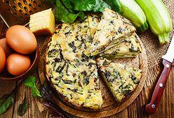Frittata z cukinią, szpinakiem i serem feta. Pyszna i sycąca propozycja na śniadanie lub kolację