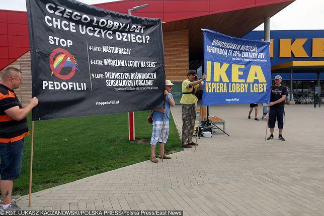 "Demonstranci mieli ze sobą transparent ""Stop Pedofilii"""
