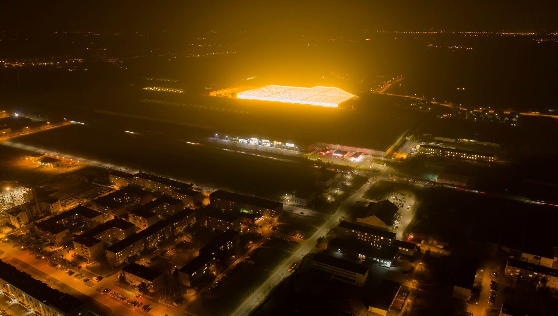 Wielka łuna nad Wrocławiem. Gigantyczne szklarnie widać z kilkudziesięciu kilometrów