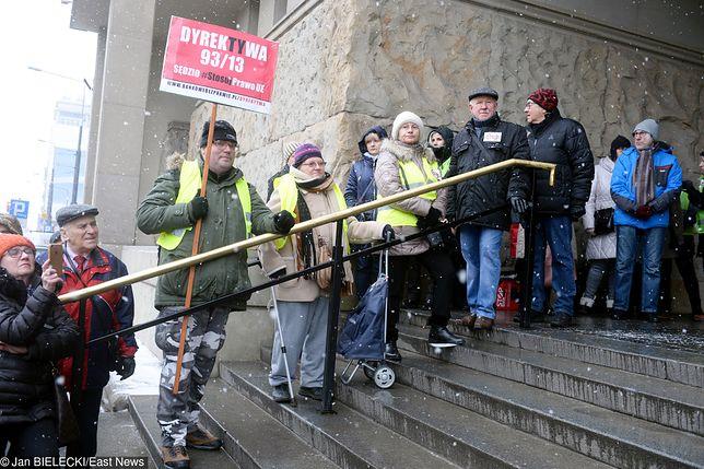 Kredyty. Frankowicze czekają na pomoc. Projekt prezydenta jednak pomoże niewielu