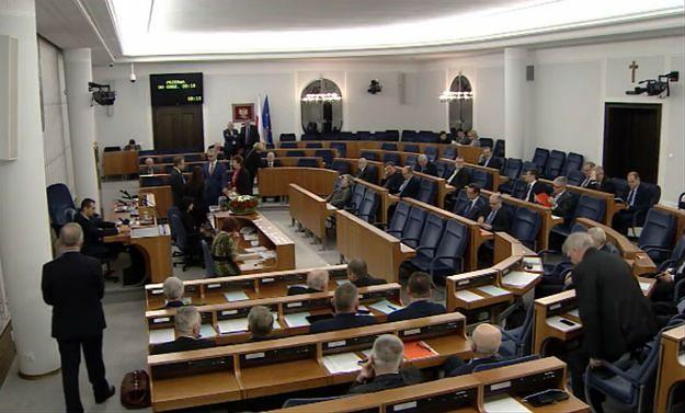 W Senacie po raz pierwszy wniosek o utajnienie obrad. Wniosek odrzucono. Karczewski: posiedzenie przedłużone do soboty