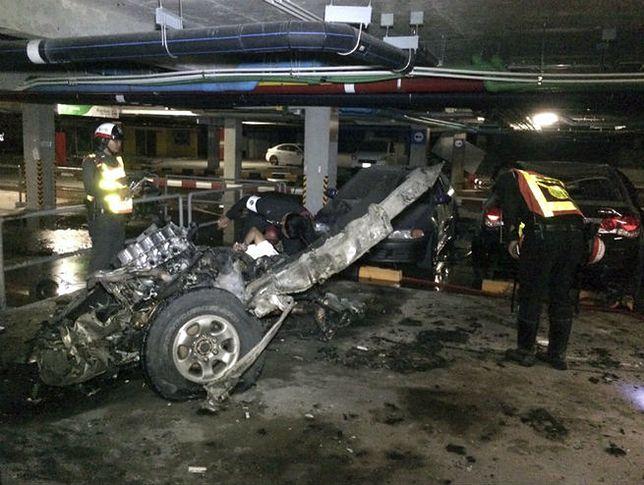 Wrak samochodu pułapki po zamachu