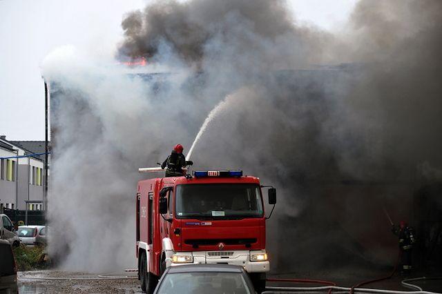 Strażacy walczyli z ogniem przy ul. Szerokiej