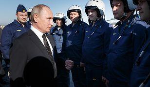 Prezydent Putin w bazie Hmejmim spotkał się z rosyjskimi pilotami walczącymi w Syrii