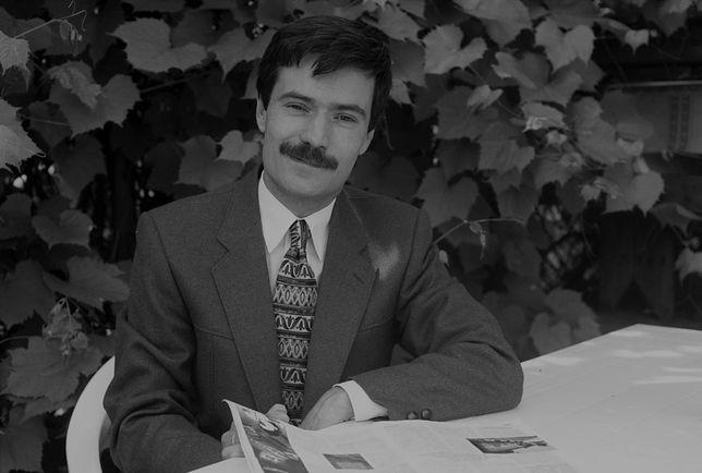 Warszawa. Krzysztof Leski, dziennikarz radiowy i telewizyjny oraz komentator polityczny, czerwiec 1996 r.