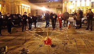54-latek podpalił się przed Pałacem Kultury i Nauki. Jego stan jest krytyczny