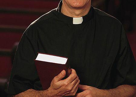 Dlaczego księża coraz częściej odchodzą z kościoła?