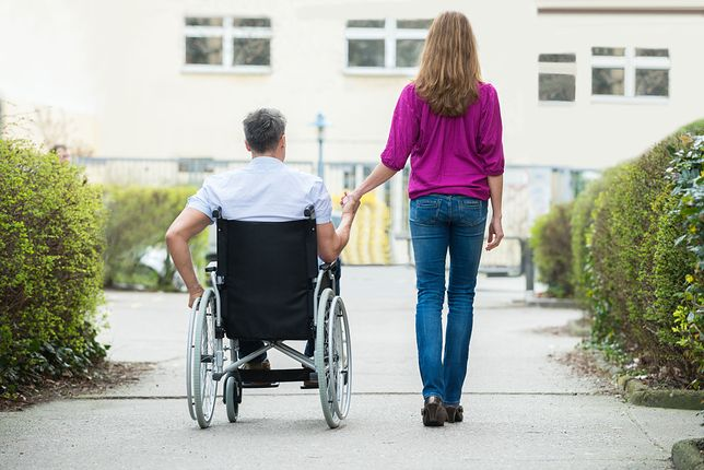 Asystentka pomaga osobom niepełnosprawnym rozładować napięcie seksualne
