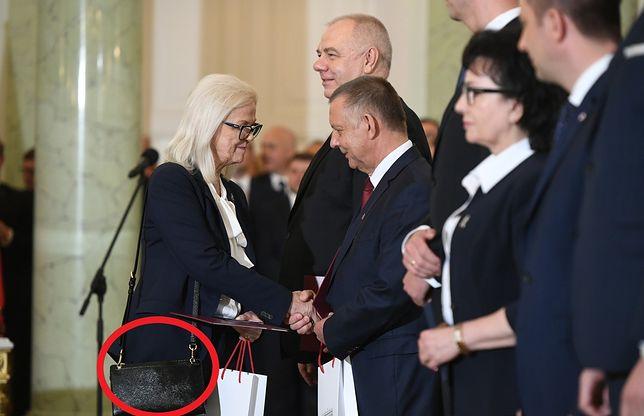 Bożena Borys-Szopa z wykształcenia jest prawnikiem.