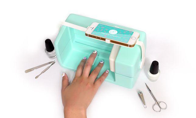 Wydrukuj sobie manikiur: nowa drukarka zmieni smartfon w urządzenie do stylizacji paznokci