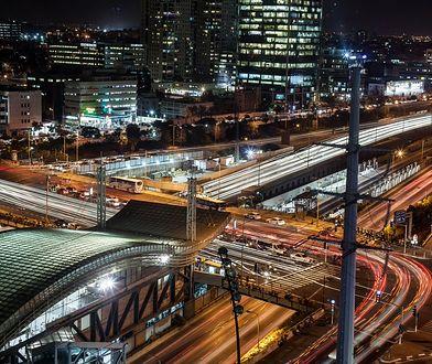 Transfer z Lotniska Tel Aviv Ben Gurion do centrum zapewniają autobusowa komunikacja miejska, transport kolejowy i firmy taksówkarskie