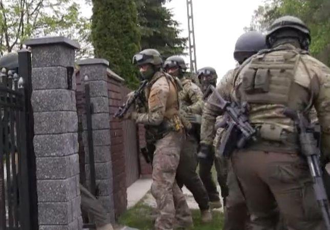 """Policjanci z CBŚP rozbili gang. """"Włamania, kradzieże i rozboje z użyciem broni"""""""
