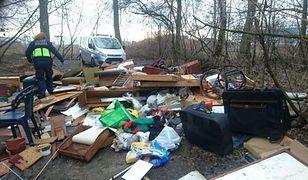 Straż miejska podczas patrolu natknęła się na wielkogabarytowe śmieci