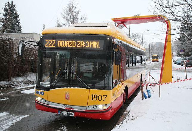 """Tak wyglądają pierwsze w stolicy """"ładowarki"""" do elektrycznych autobusów"""