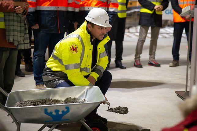 Warszawa. Rafał Trzaskowski wmurował kamień węgielny pod budowę nowych stacji II linii metra na Bródno