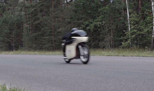 Nowy rekord prędkości na motocyklu polskiej produkcji – ponad 151 km/h junakiem