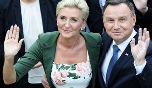 Prezydent Andrzej Duda wraz z małżonką Agatą Kornhauser-Dudą podczas spotkania z uczestnikami V Światowego Zjazdu Polonii i Polaków z Zagranicy.