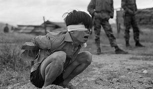 Przesłuchanie żołnierza Wietkongu schwytanego przez Amerykanów, 23 lutego 1967 r.