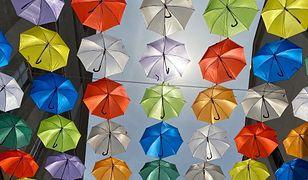 Pszczyna. Kilkaset kolorowych parasolek nad miastem…bez względu na pogodę