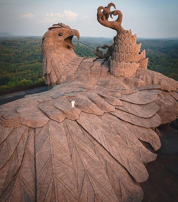 Rzeźba w Jatayu Earth Center w Indiach