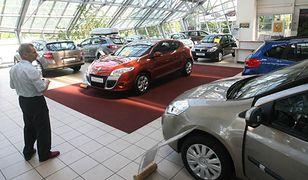 Polacy chętniej kupują nowe auta
